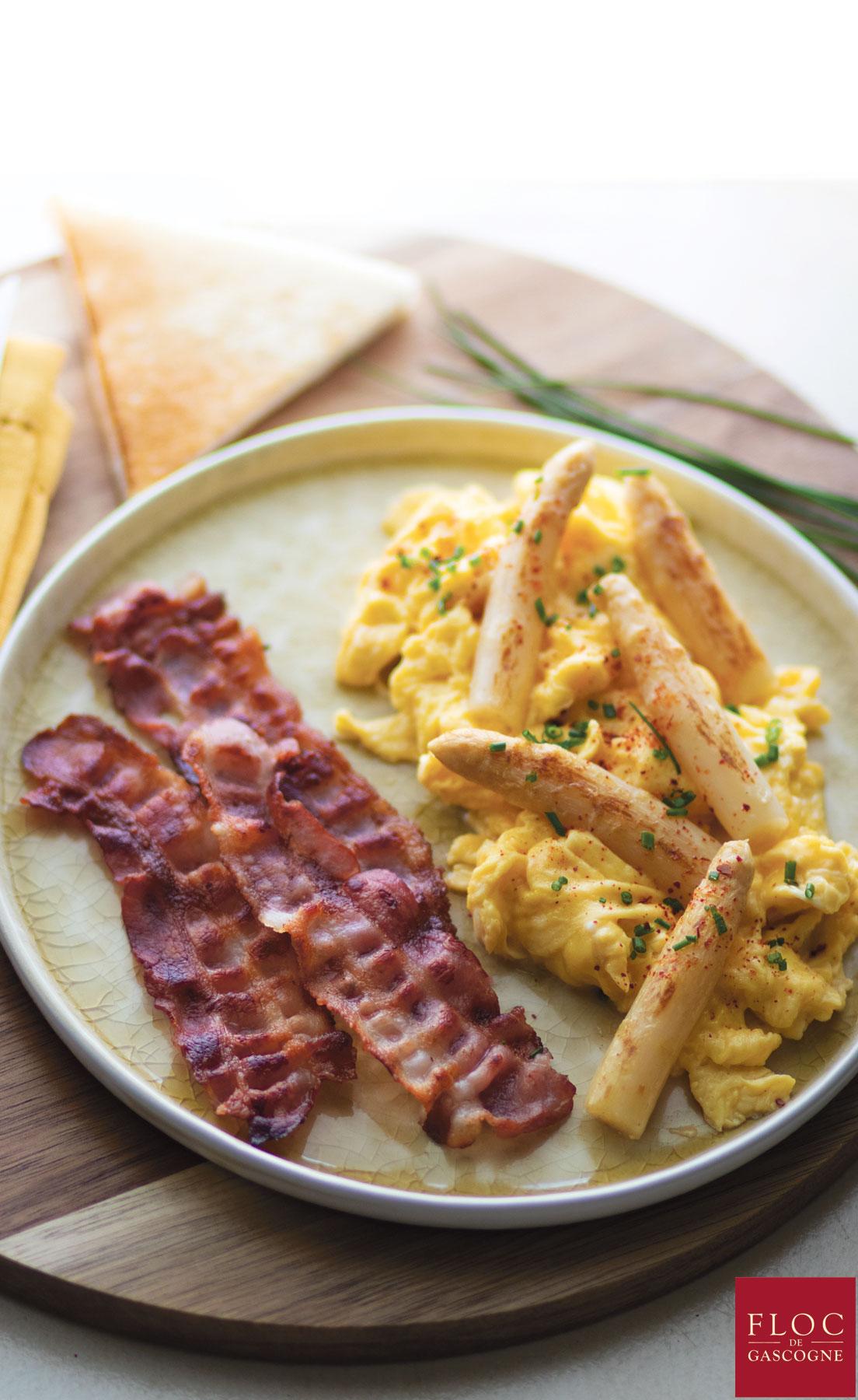 Brunch Gascon : bacon grillé au Floc-de-Gascogne et omelette flambée au Floc-de-Gascogne