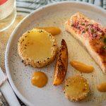 Recette de pavé de saumon aux graines de sésame et mousseline au Floc-de-Gascogne blanc.